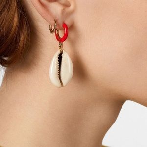 NWOT PAIR BaubleBar Costa Cowrie Shell Earrings